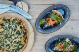 La ricetta della pizza con il salmone da fare a casa sul barbecue