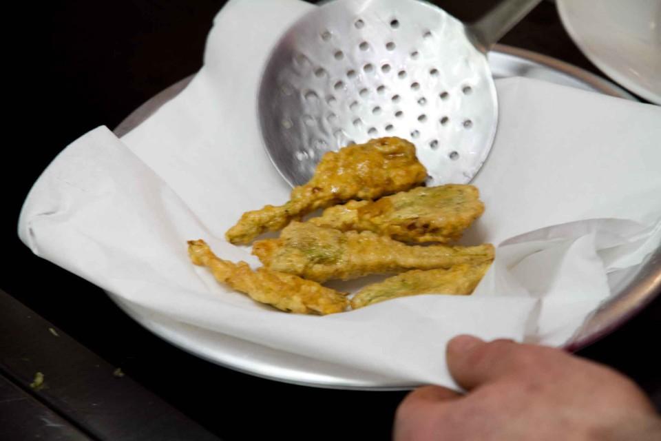 ricetta carciofi fritti parmigiana 14