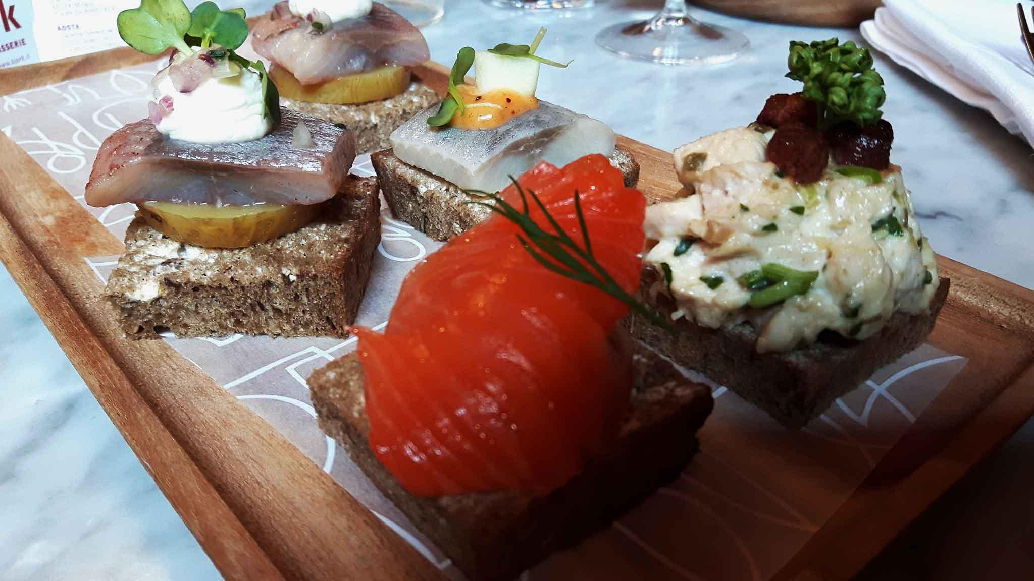 bjork milano tartine salmone e acciughe