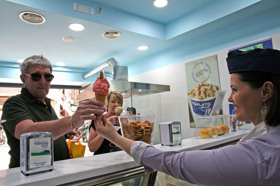 mennella gelato napoli turisti