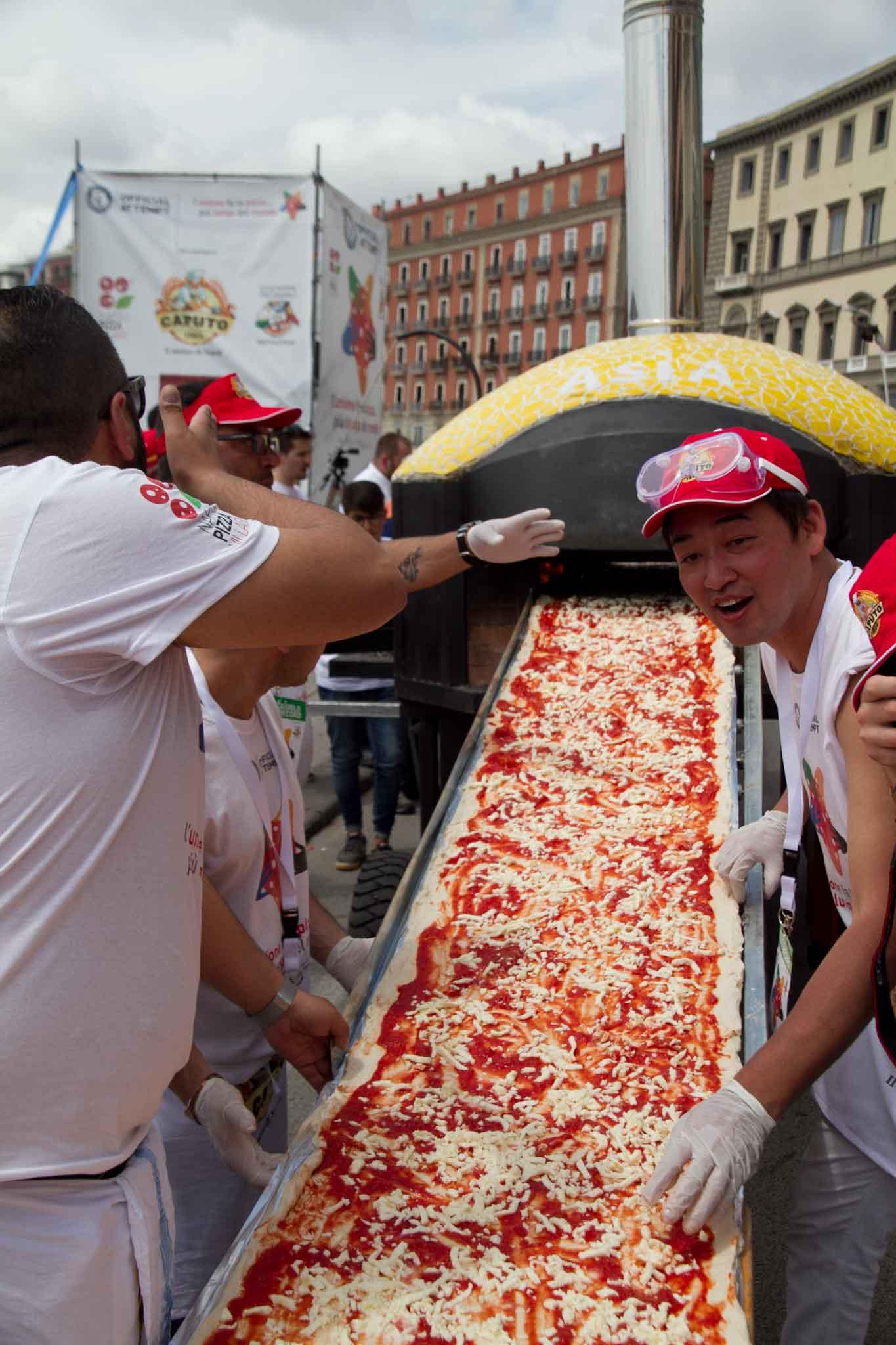 pizza più lunga del mondo record Napoli 37