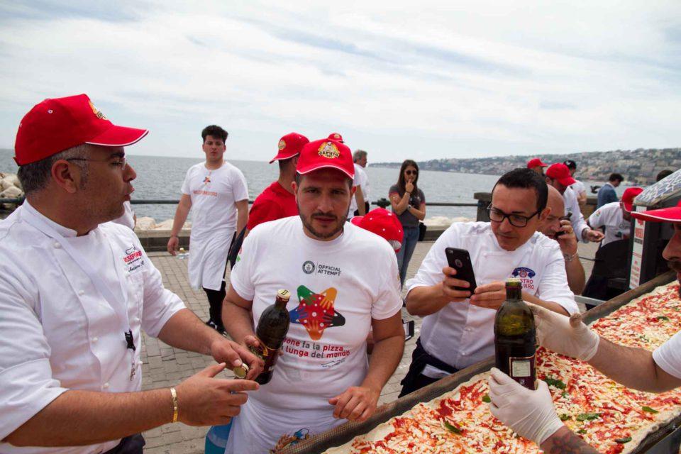 pizza più lunga del mondo record Napoli 45