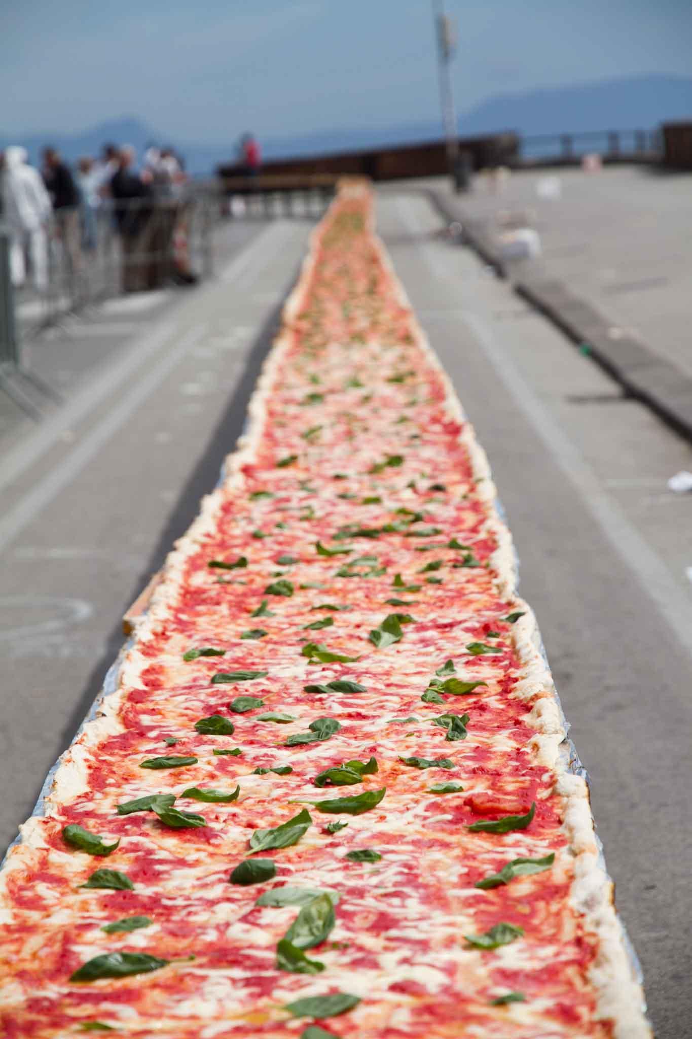 pizza più lunga del mondo record Napoli 50