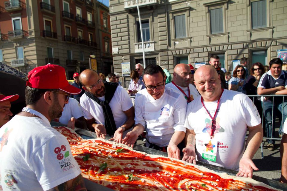 pizza più lunga del mondo record Napoli 52