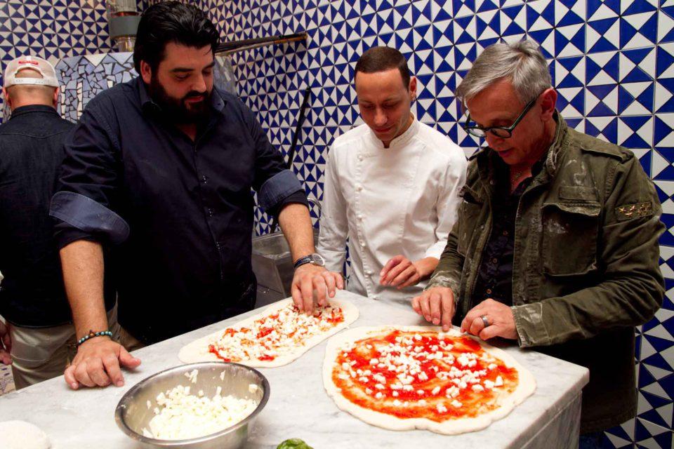 Barbieri condisce pizza da Sorbillo