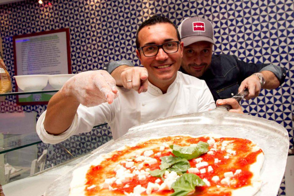 Sorbillo e la pizza di Joe Bastianich da infornare