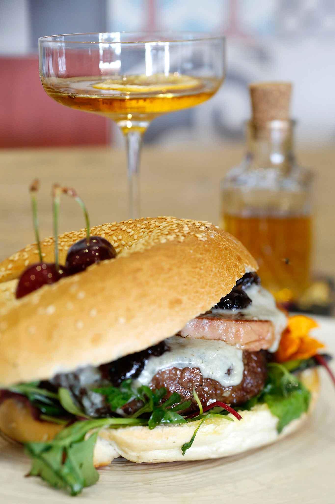 hamburger e cocktail
