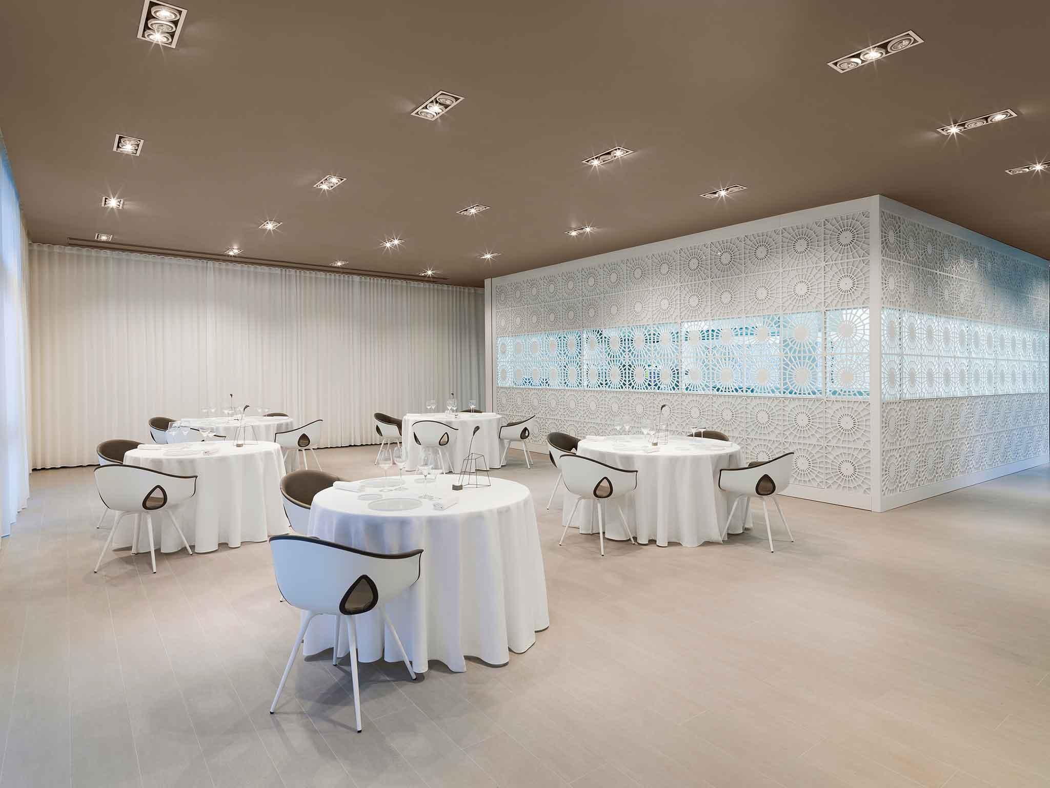L'interno del ristorante Lume di Luigi Taglienti