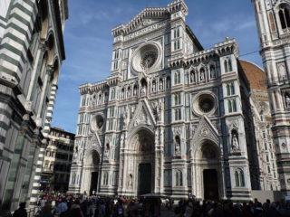 Hamburger. Firenze non vuole McDonald's in Piazza del Duomo