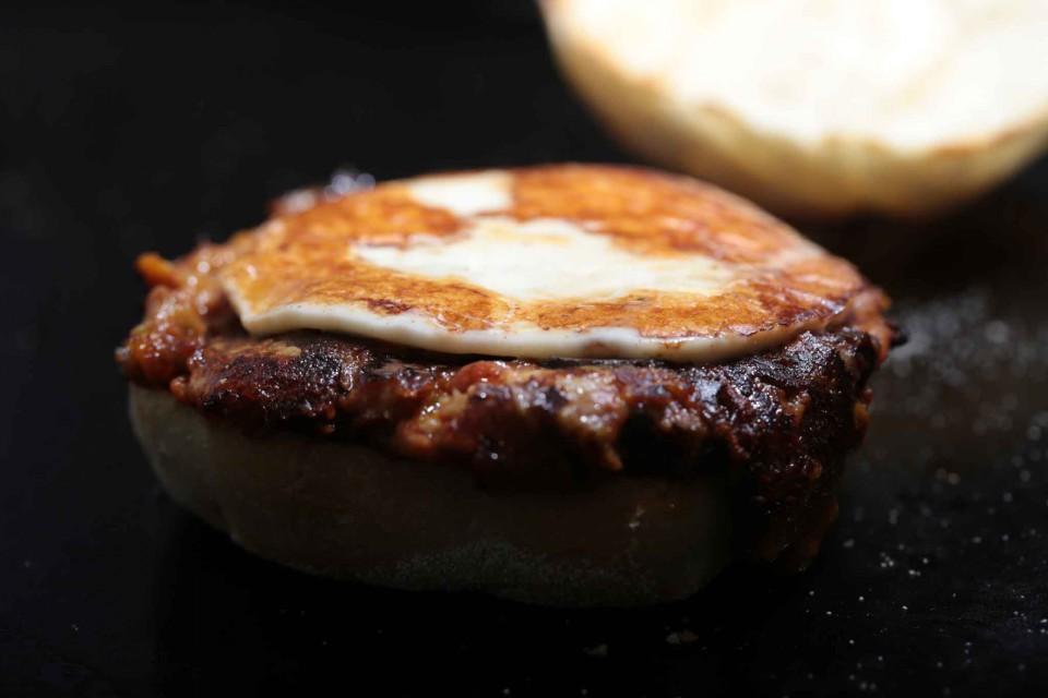 puok e med provola hamburger