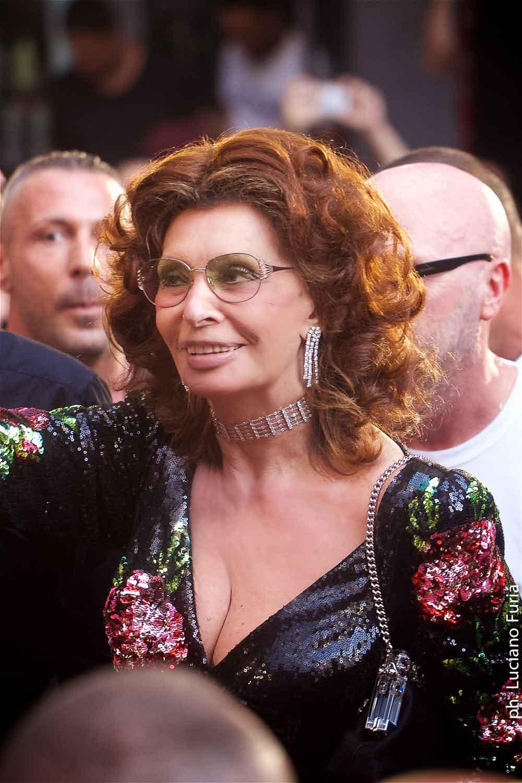 Sofia Loren madrina sfilata Dolce e Gabbana Napoli 3