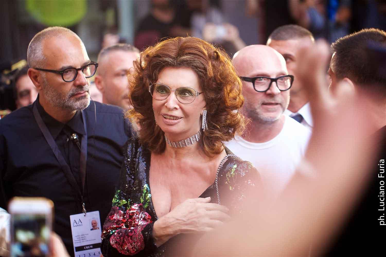 Sofia Loren madrina sfilata Dolce e Gabbana Napoli