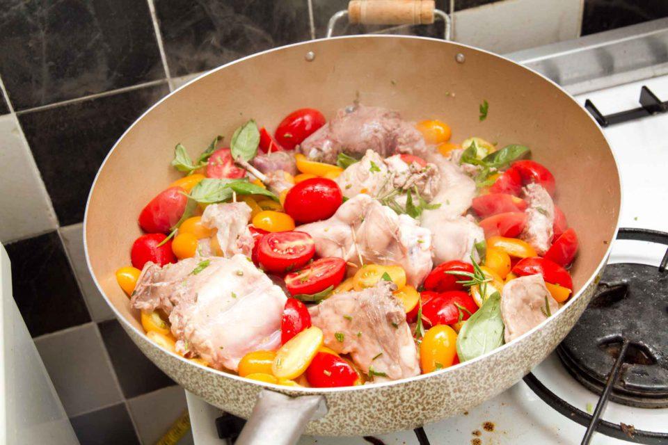 coniglio ischitana cottura pomodorini