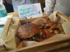 Hamburger vegani. Il nuovo Flower Burger benedetto da Marco Bianchi a Milano