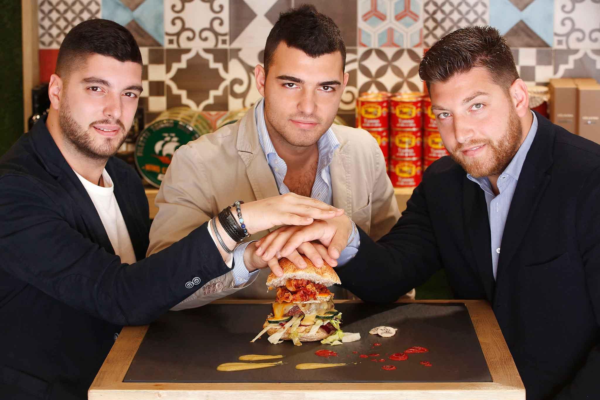 I tre fratelli Cariulo di da Gigione hamburgeria pomigliano d'arco
