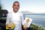Ricetta. 'O Cappiello 'e San Gennaro, dolce di pasta frolla, babà e amarene