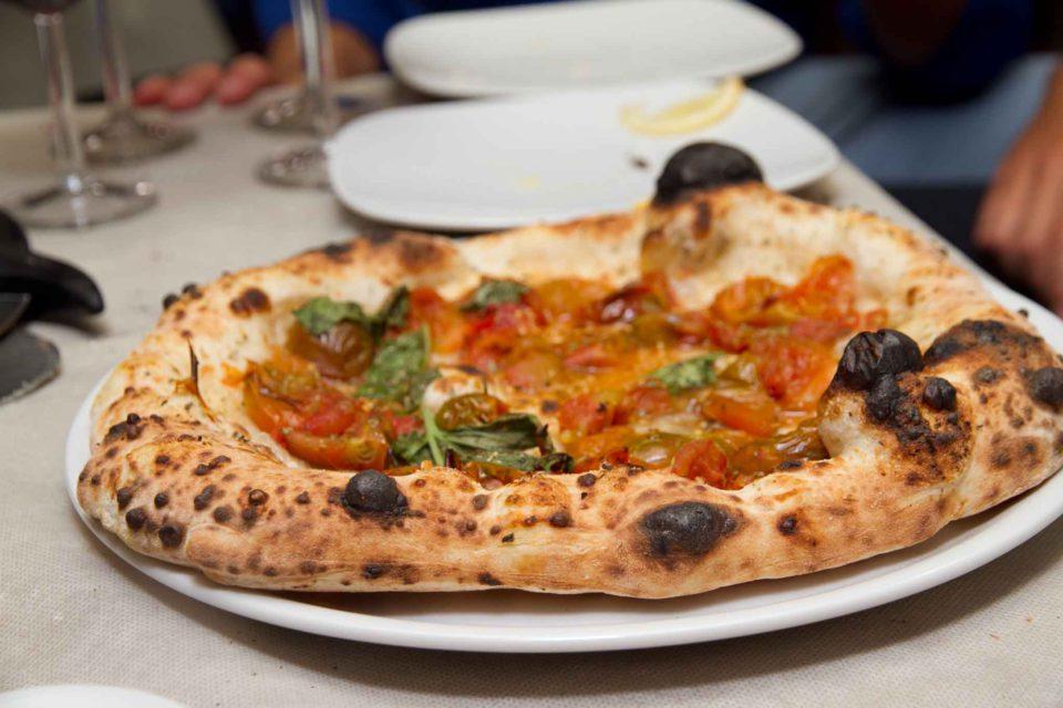 pizza pomodorini neri