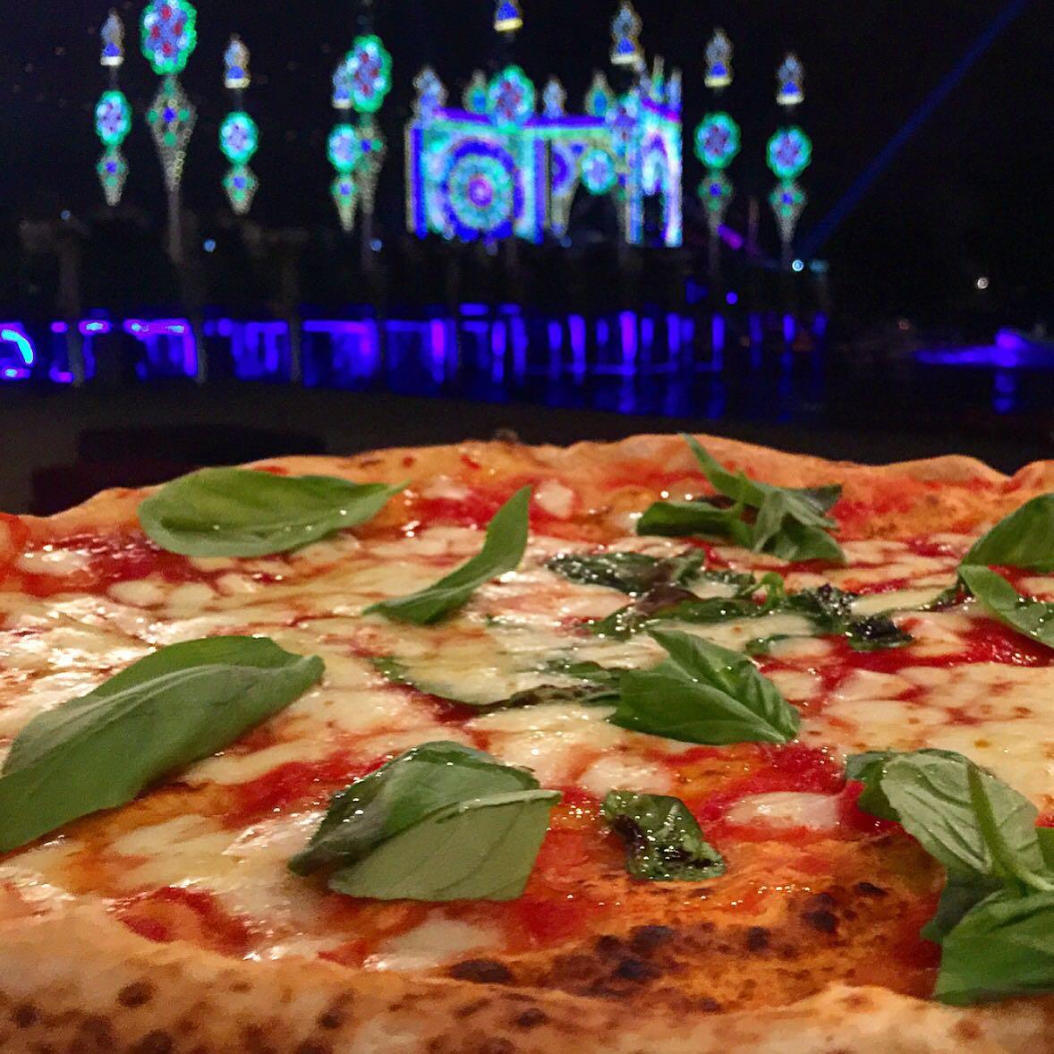 pizza margherita Sorbillo Dolce Gabbana