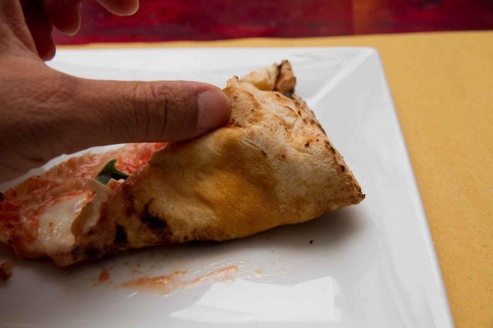 pizzeria il Borgo Acciaroli cottura pizza