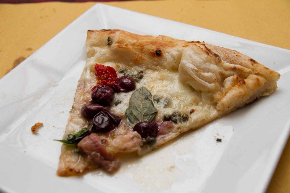 pizzeria il Borgo Acciaroli fetta pizza