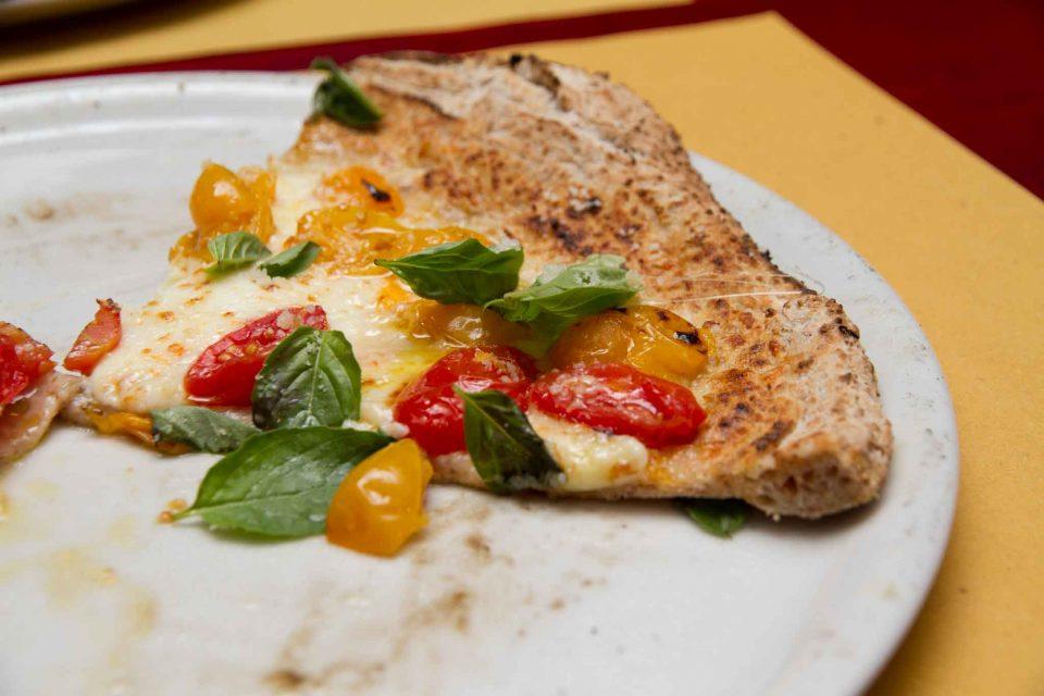 pizzeria il Borgo Acciaroli fetta pizza integrale