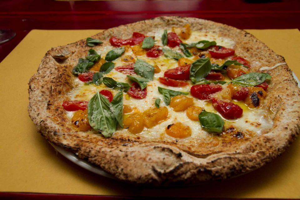 pizzeria il Borgo Acciaroli pizza integrale pomodori gialli
