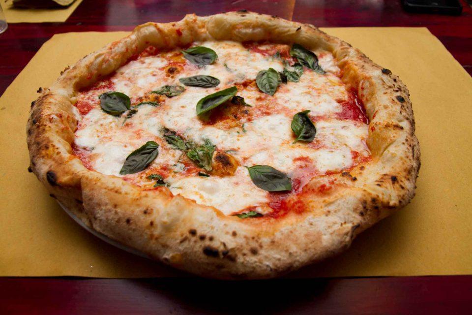 pizzeria il Borgo Acciaroli pizza margherita