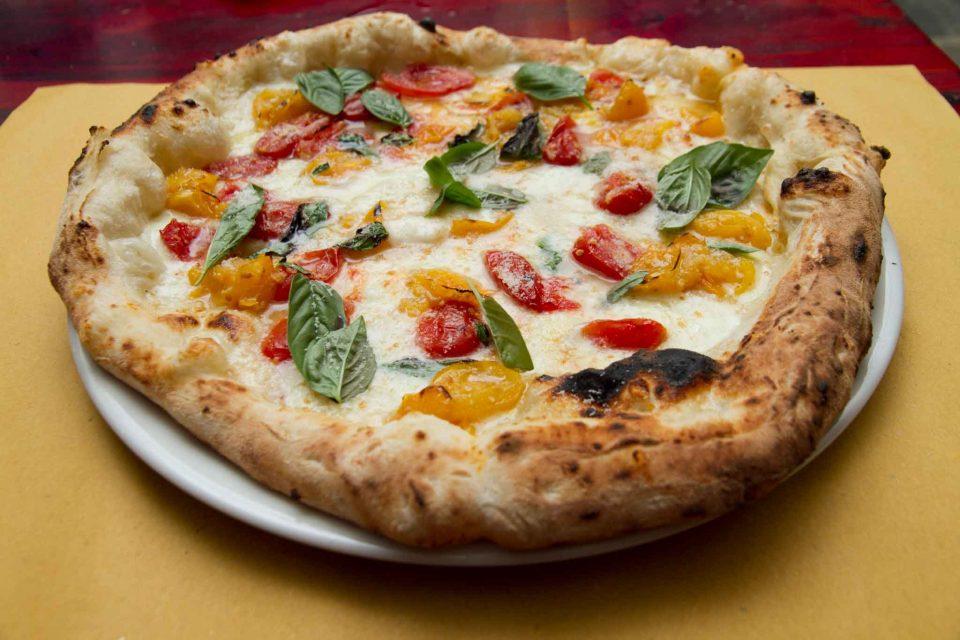 pizzeria il Borgo Acciaroli pizza pomodori gialli