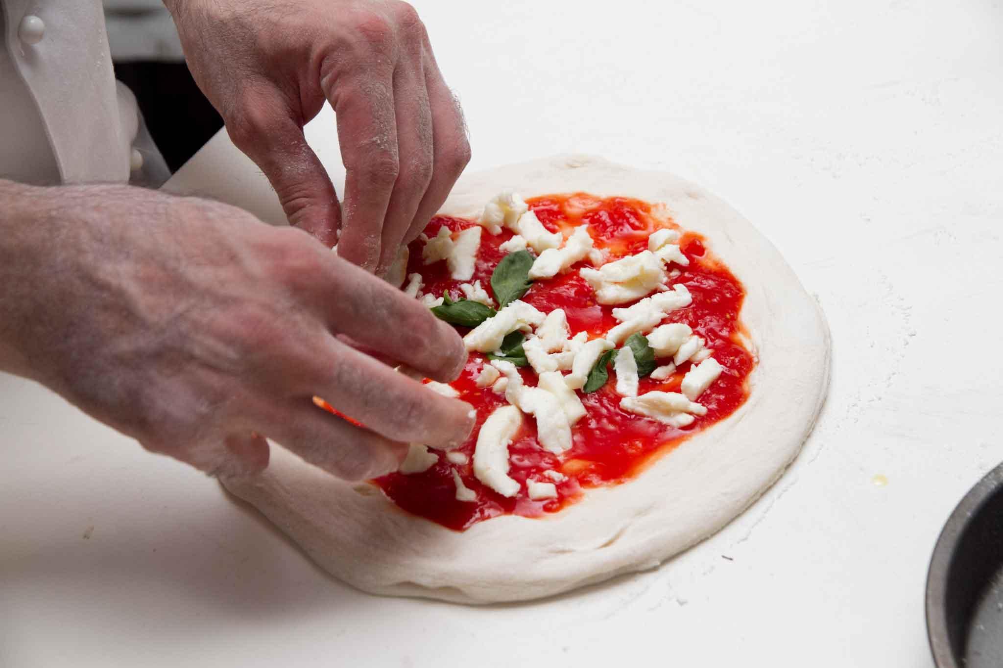 preparazione pizza Salvatore Lioniello