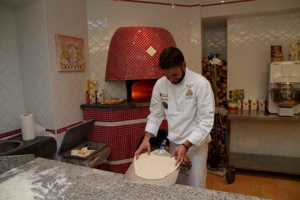bernardo-sollo-prepara-pizza