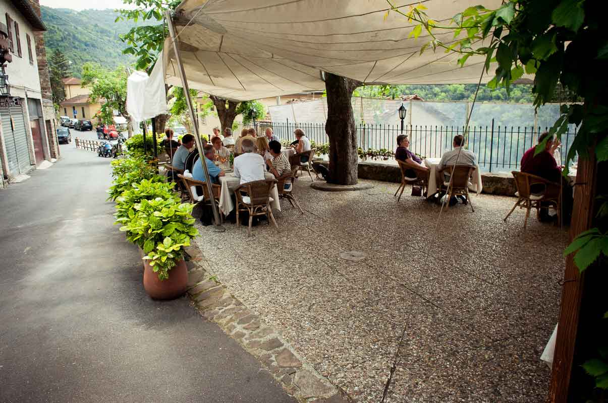 ristorante-da-delio-apricale-terrazza