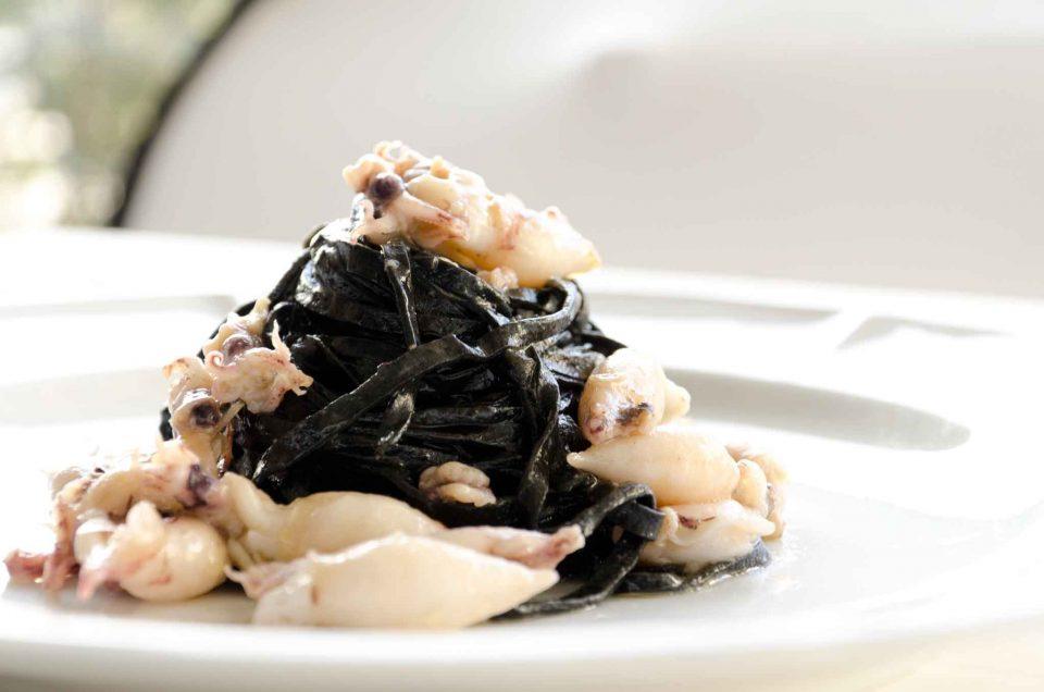 tagliolini-al-nero-al-sugo-di-calamaretti