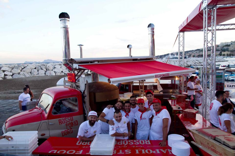 food-truck-rossopomodoro-napoli-pizza-village