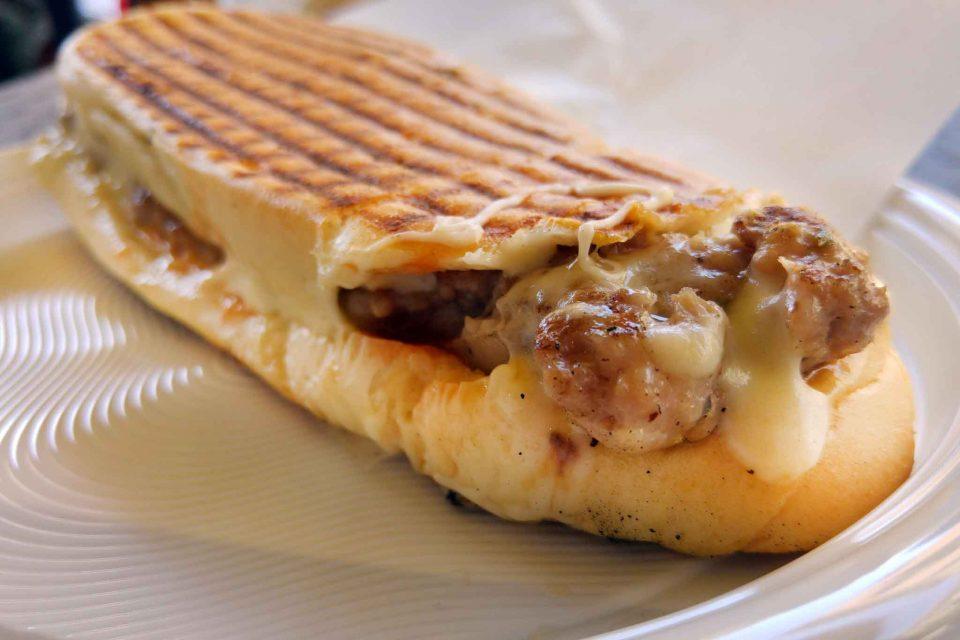 panino-mozzarella-e-salsiccia-ninu-u-ballerino