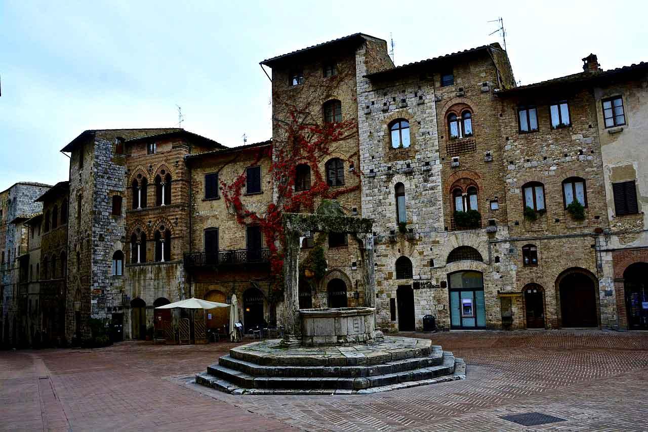 san-gimignano-piazza-della-cisterna