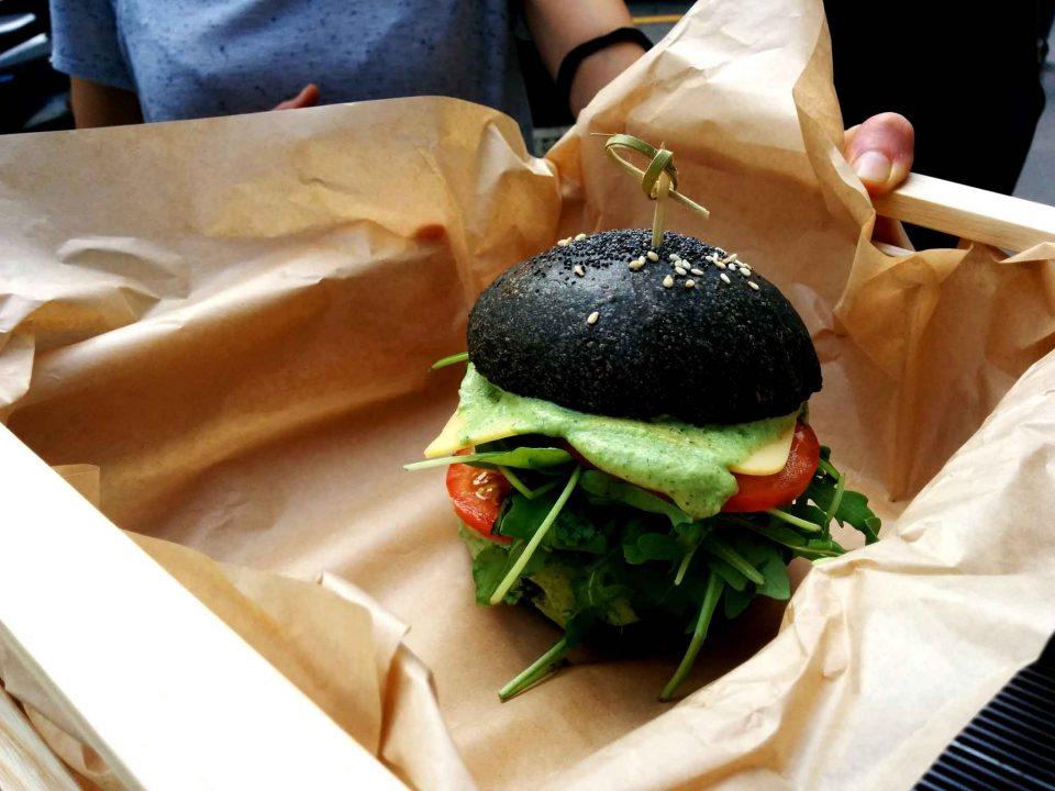 flower-burger-pane-carbone-vegetale-cheesy-cecio