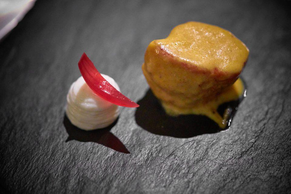 animelle-curry-crema-di-riso-basmati-al-rosmarino-e-cipolla-in-agrodolce