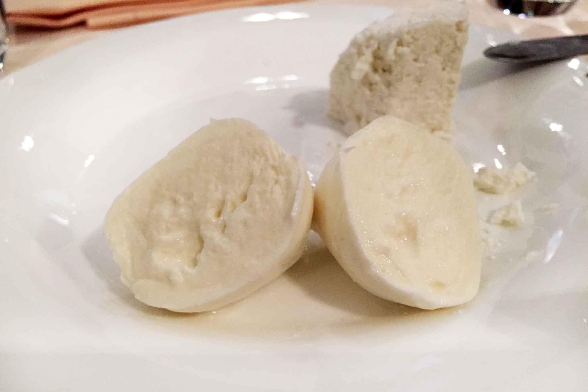 mozzarella-di-bufala-bocconcino-tagliato