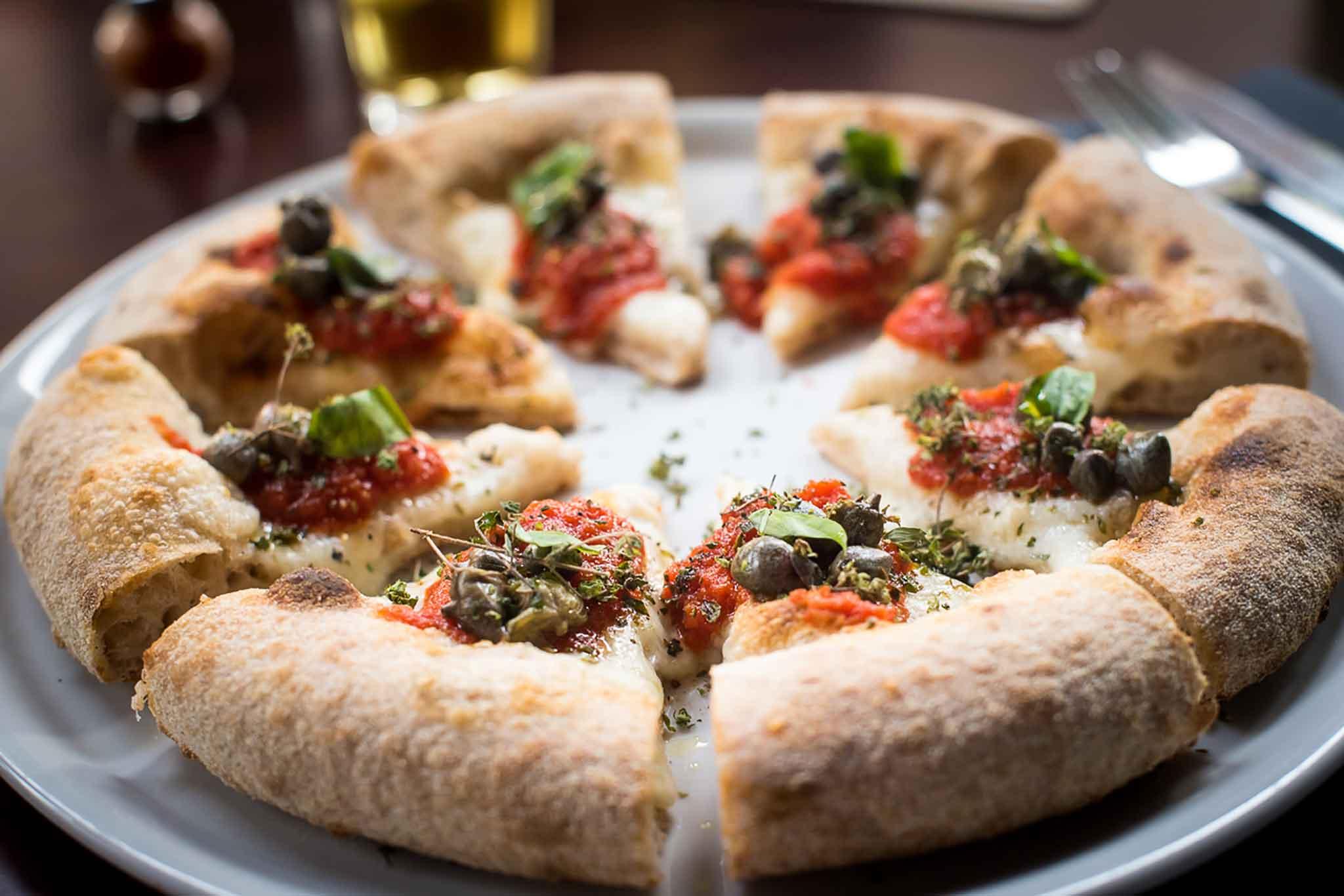 pizza-capperi-olive-berbere-milano