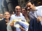 Napoli. In 200 a mangiare la pizza fritta di Zia Esterina Sorbillo per festeggiare l'unione civile