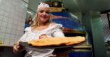 Pizza. Teresa Iorio inventa la femmena e fritta e si sposta sul lungomare di Napoli