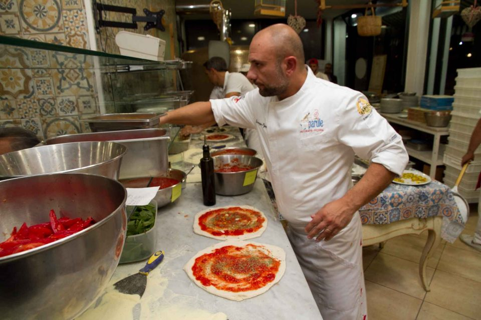 giuseppe-pignalosa-prepara-pizze