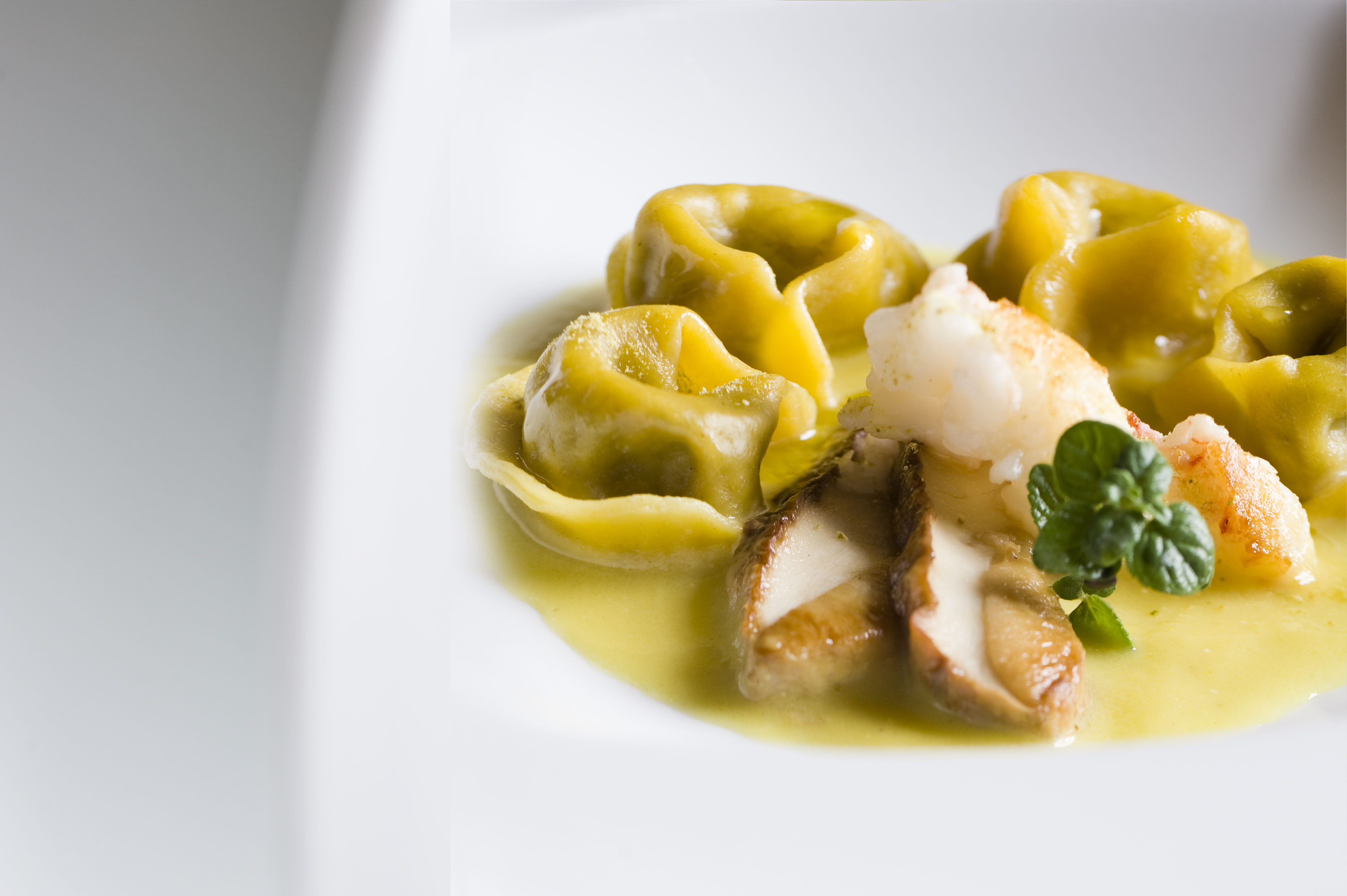 Agnolotti di funghi su brodetto di scampi e lime - Restaurant Osteria di Passignano -Tavarnelle Val di Pesa