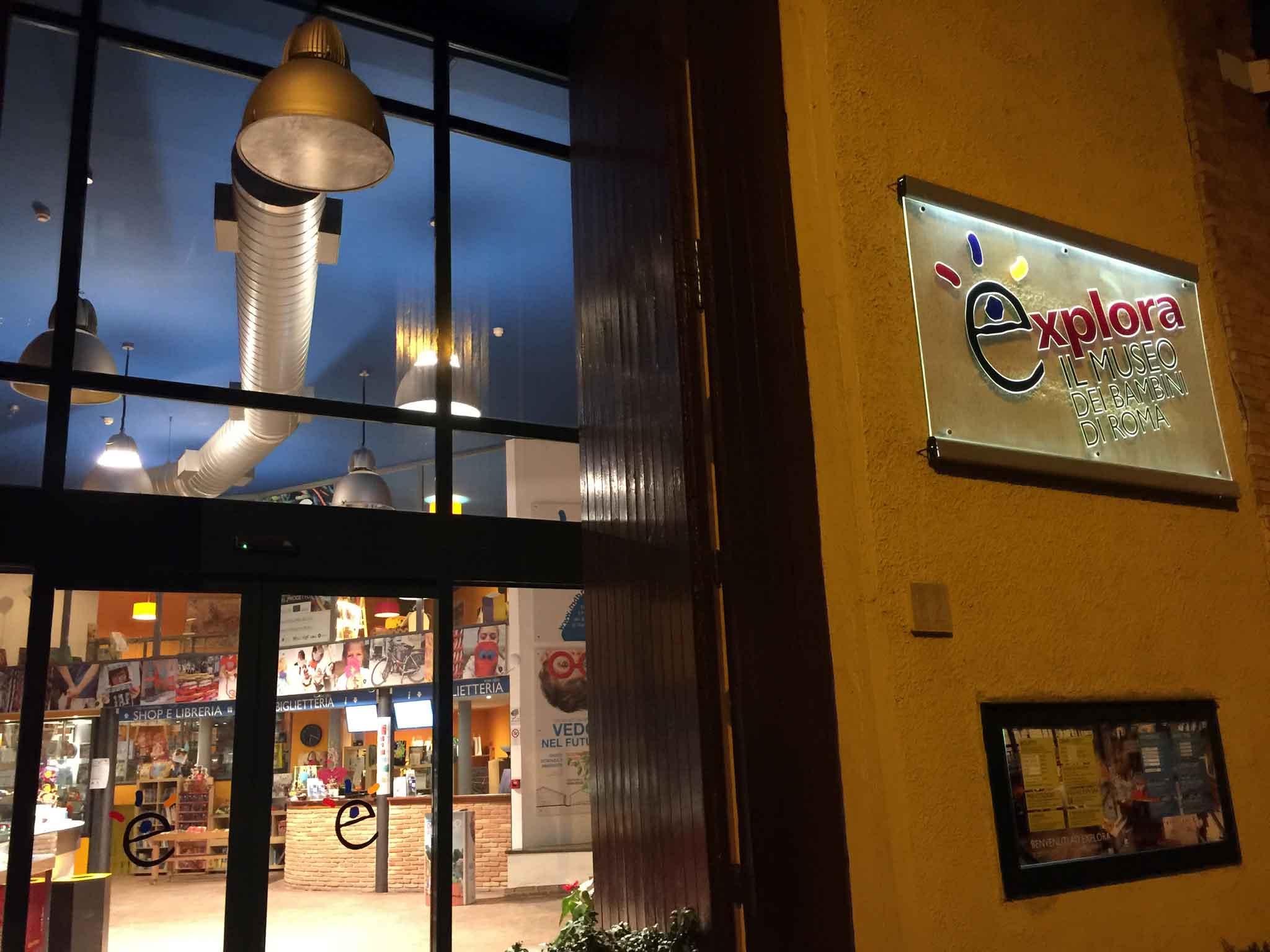 ingresso-pizzeria-da-michele-a-forcella-ora-roma