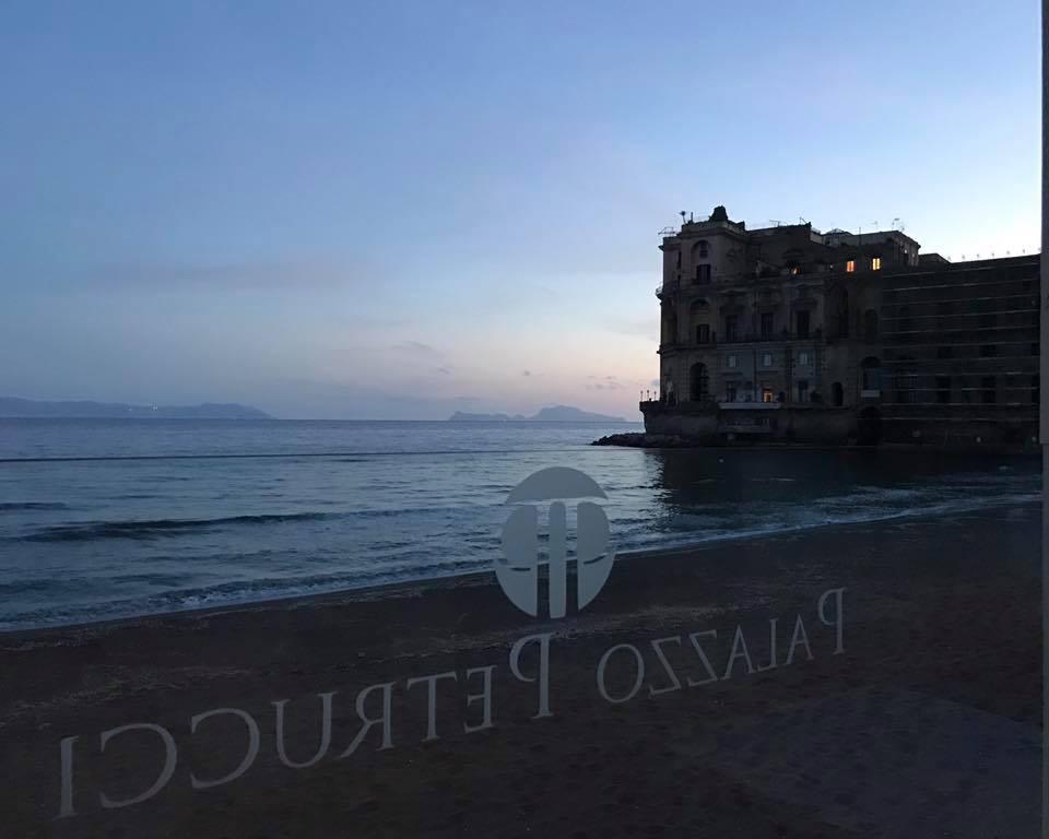 spiaggia-ristorante-palazzo-petrucci-napoli