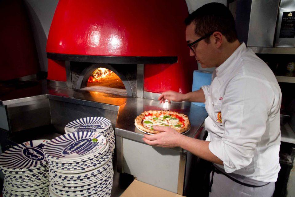 gino-sorbillo-forno-pizza-margherita