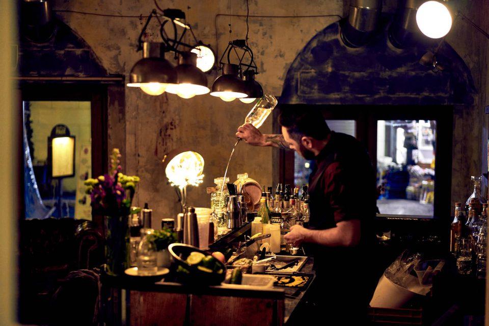 bar-del-fico-barman