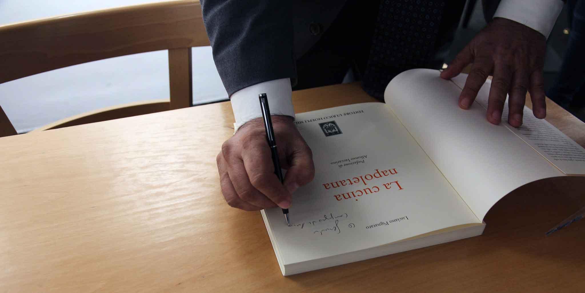 La cucina napoletana il libro di luciano pignataro che non solo pizza - Il libro di cucina hoepli pdf ...