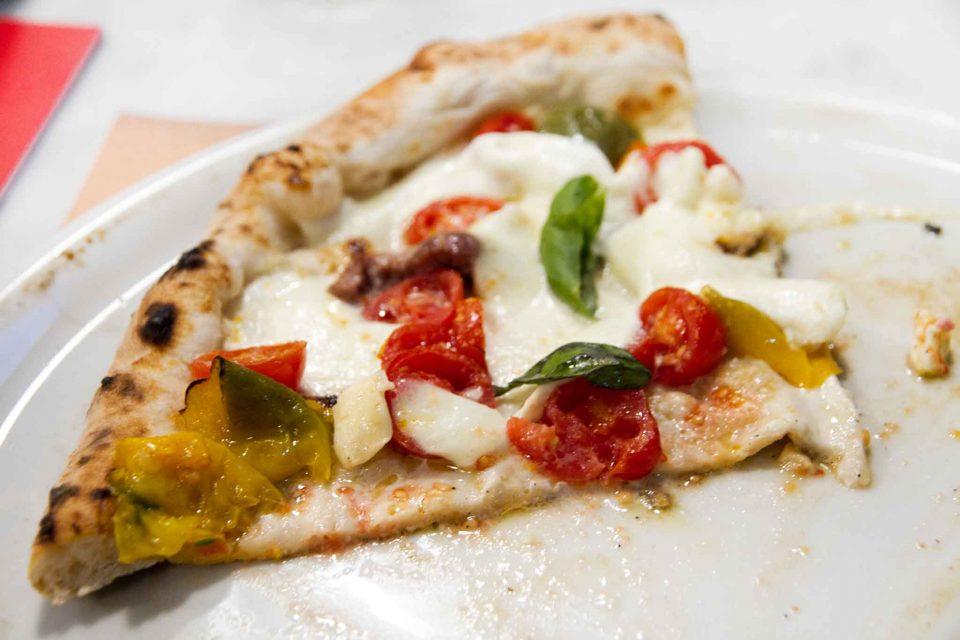 pizzeria-carmnella-napoli-pizza-papaccella-spicchio