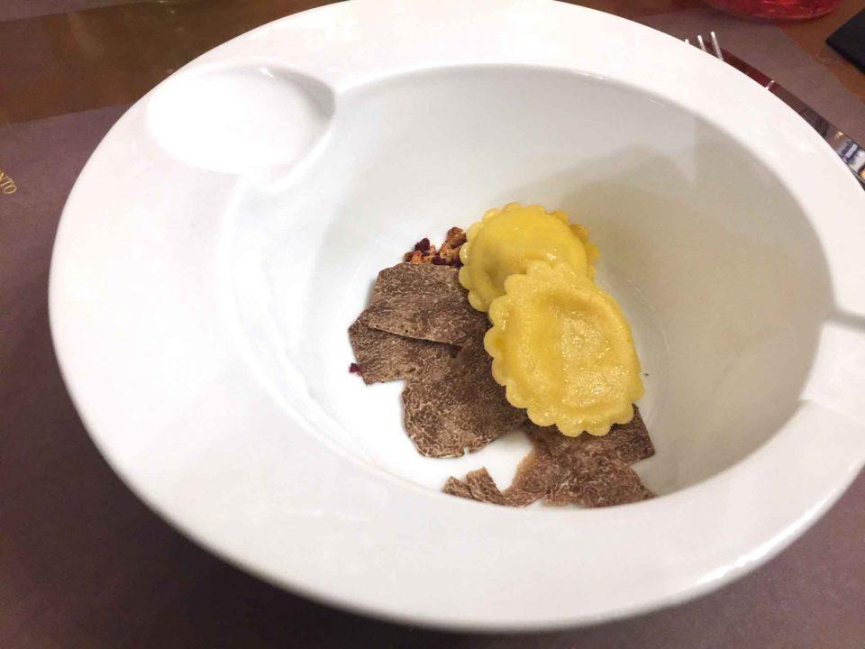 ravioli-cacio-pepe-tartufo